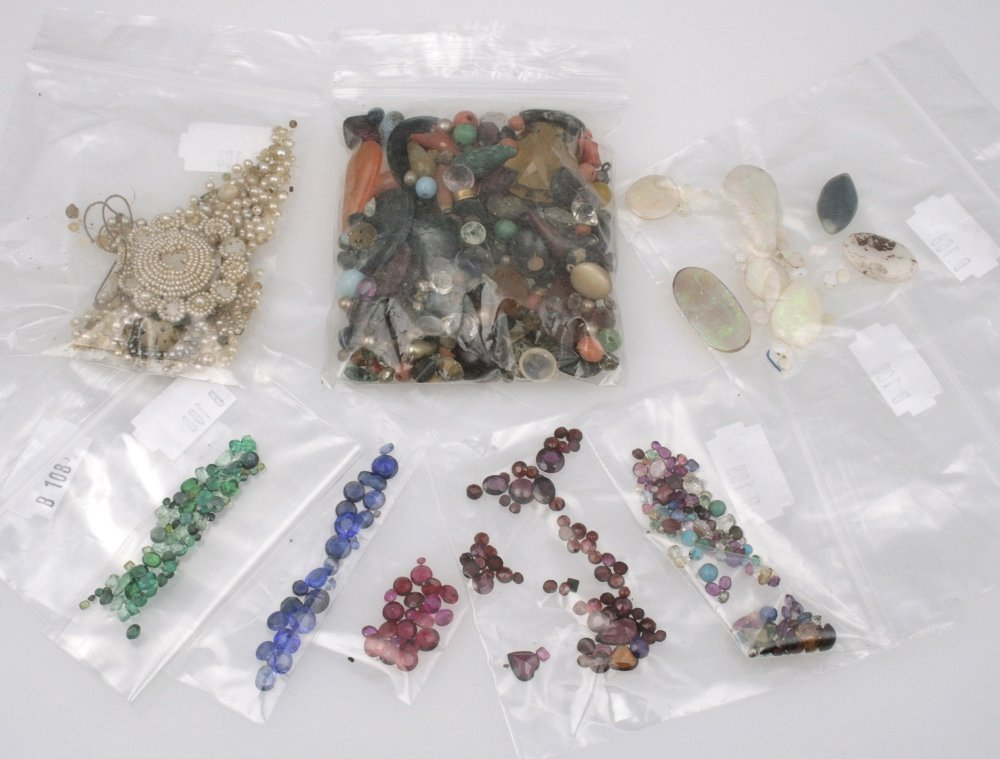 SEVEN LOOSE GEMSTONE PACKETS including ruby, emerald, s
