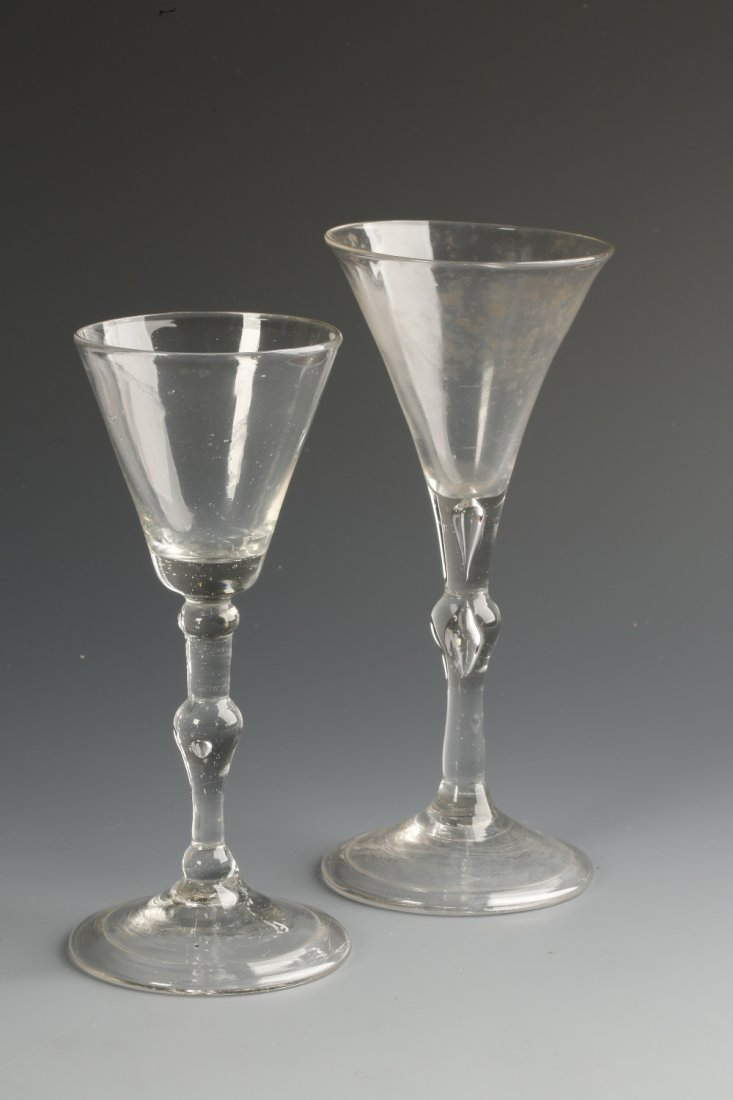 AN 18TH CENTURY WINE GLASS with a flared bowl on a sing