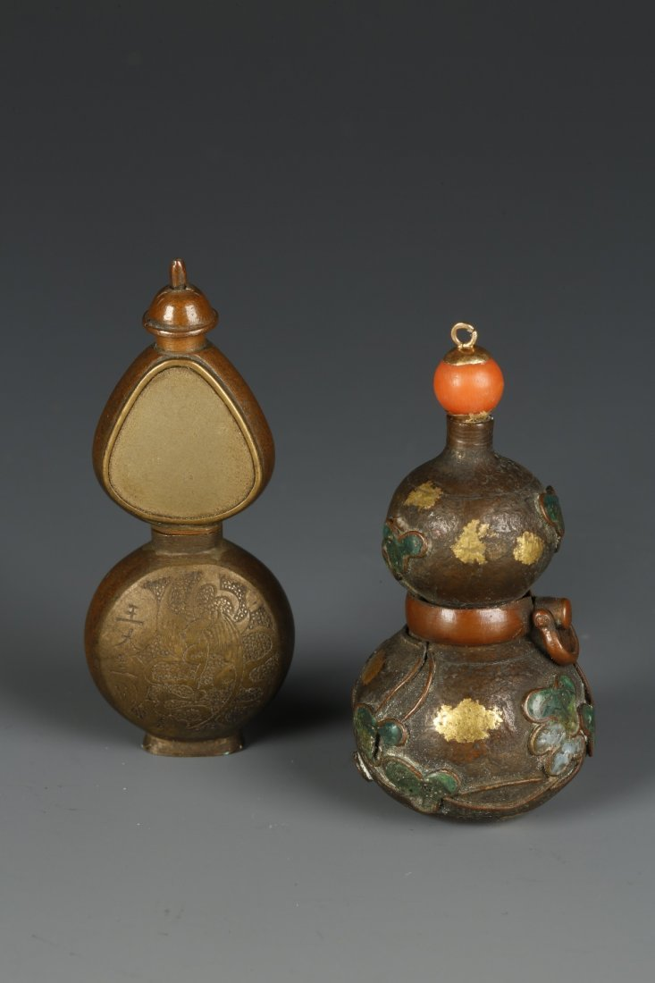 A COPPER SNUFF BOTTLE of double-gourd shape, the lower
