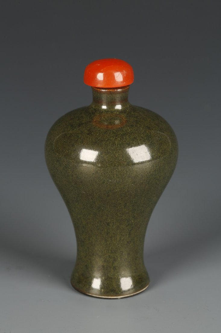 A MEIPING PORCELAIN SNUFF BOTTLE with a dark