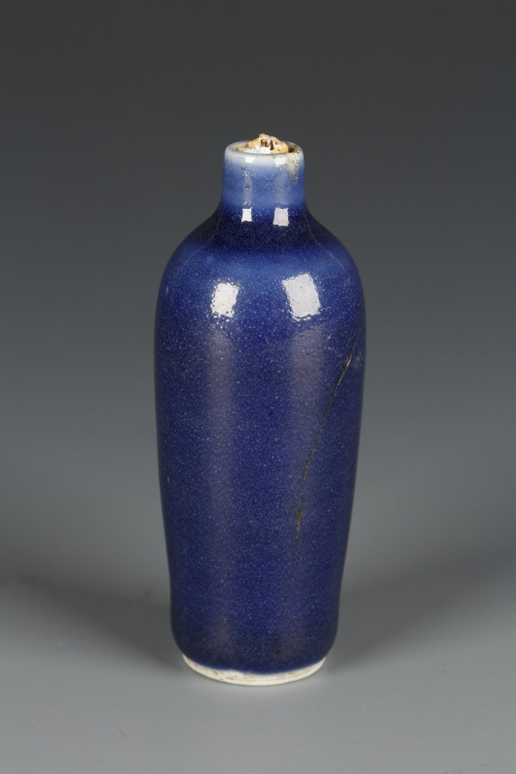 A CYLINDRICAL PORCELAIN SNUFF BOTTLE of gently tapering