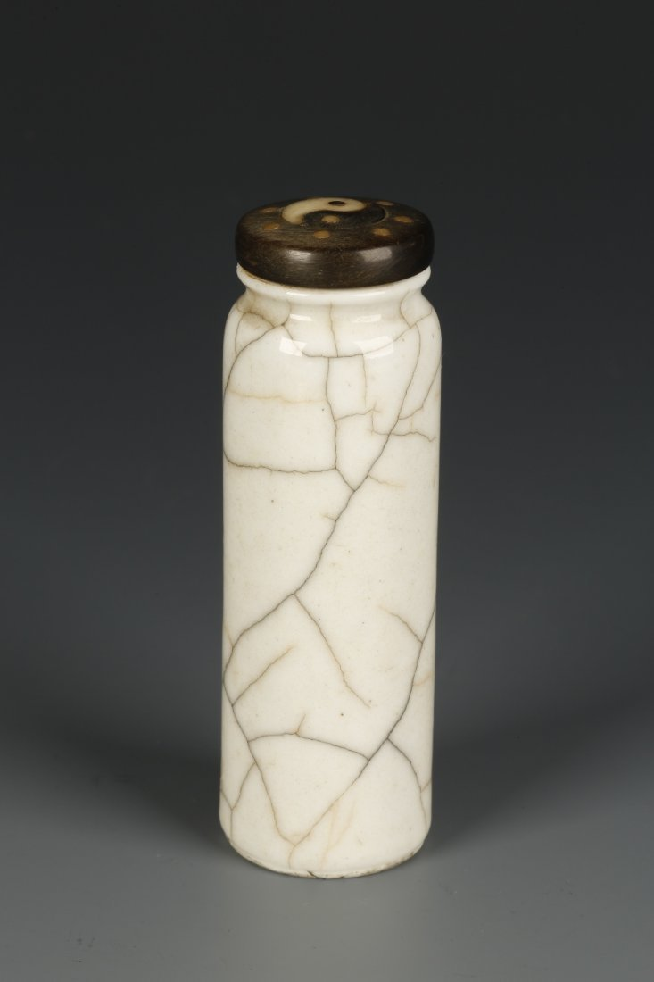 A CYLINDRICAL PORCELAIN SNUFF BOTTLE of straight-sided