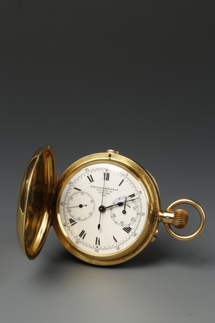 A GENTLEMAN'S 18K YELLOW GOLD HUNTING CASED CHRONOGRAPH