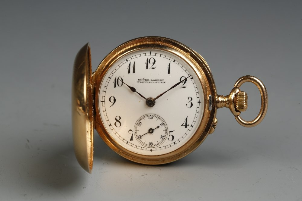 A LADIES 18K YELLOW GOLD HUNTING CASED POCKET WATCH,