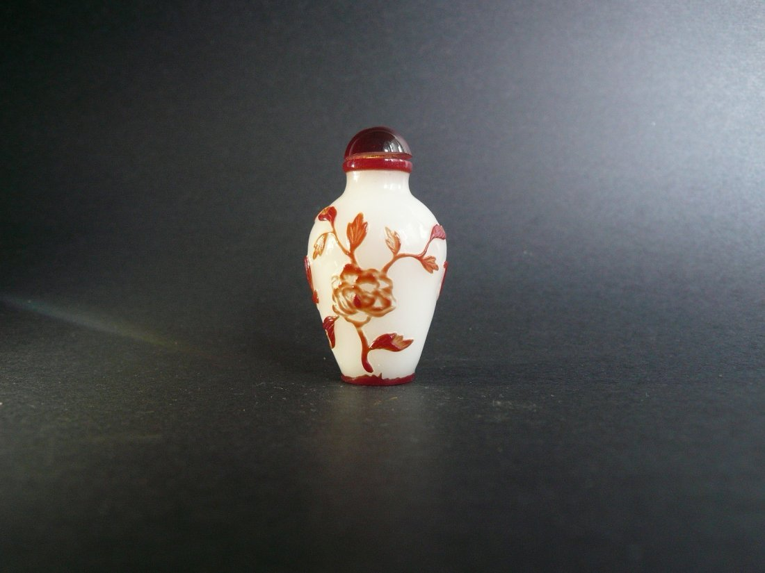 A Qing Dynasty Glass Overlay Snuff Bottle - 2