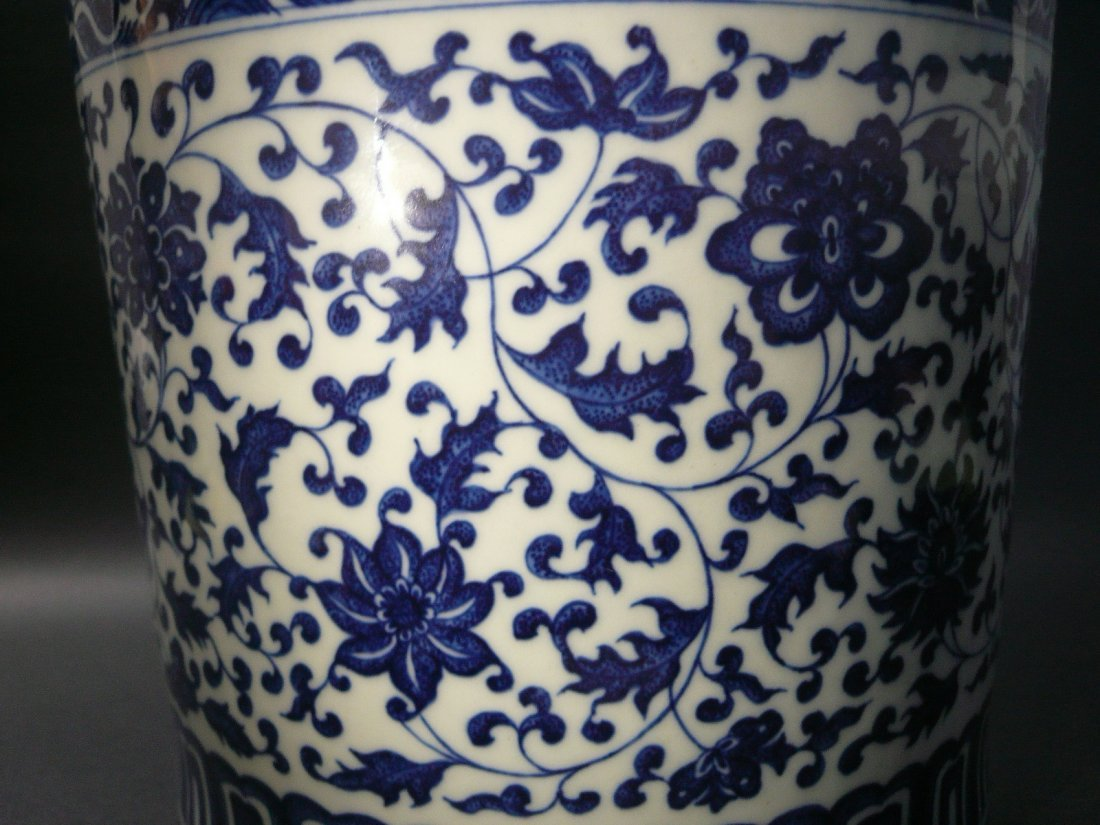 A Qianlong Period Blue and White Brushpot - 3