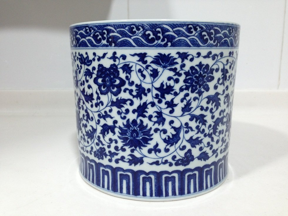 A Qianlong Period Blue and White Brushpot - 4
