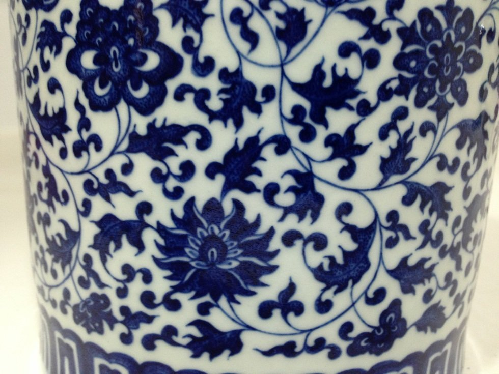 A Qianlong Period Blue and White Brushpot - 5