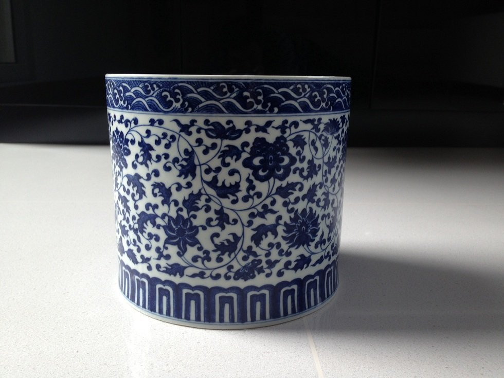A Qianlong Period Blue and White Brushpot - 6