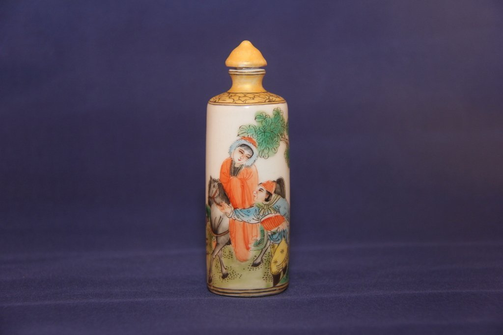 Antique porcelain snuff bottle