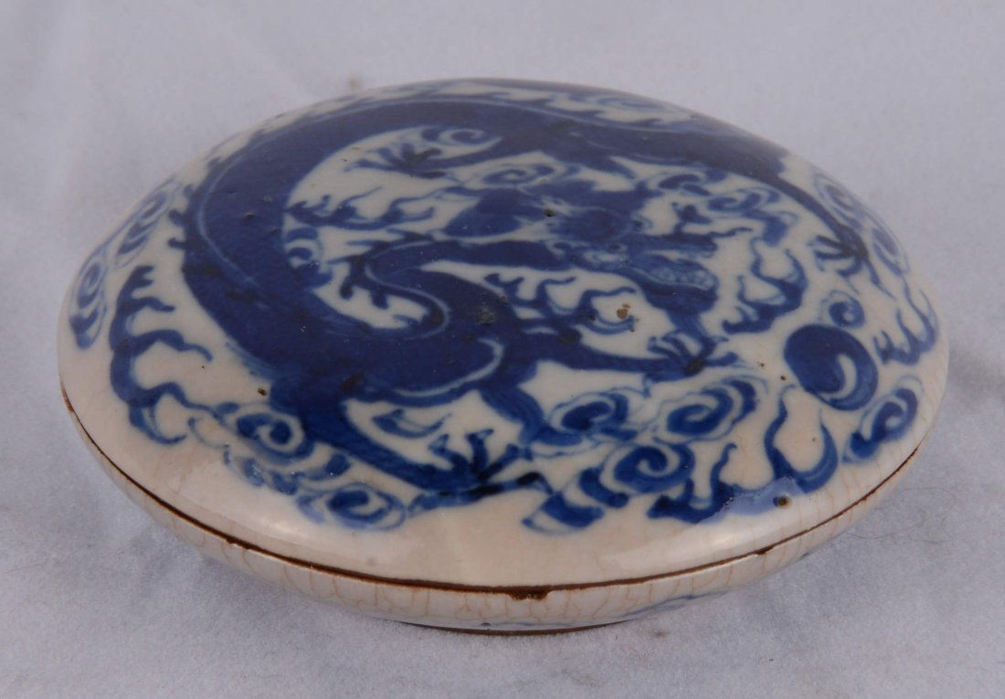 BLUE AND WHITE 'DRAGON' ROUND BOX WITH COVER