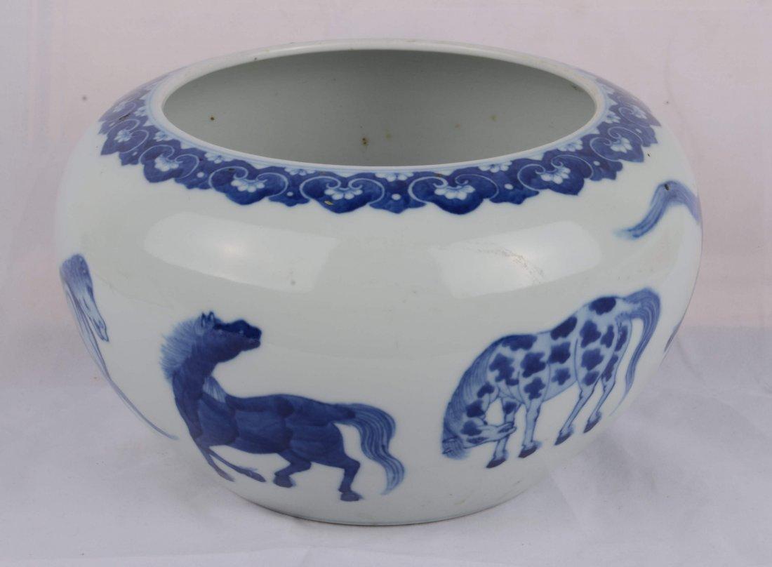 BLUE AND WHITE 'EIGHT HORSE' BURSH WASHER