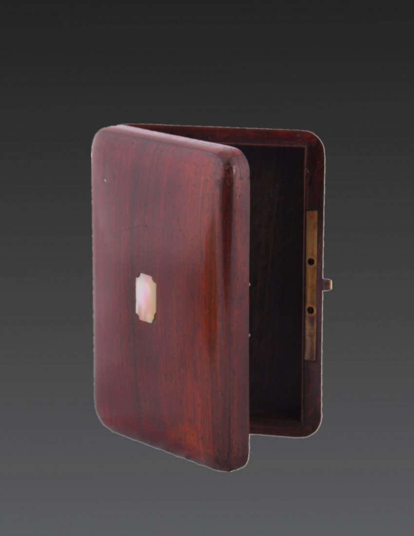 A ROSEWOOD CASE FOR CIGARETTEEARLY 20th CENTURY