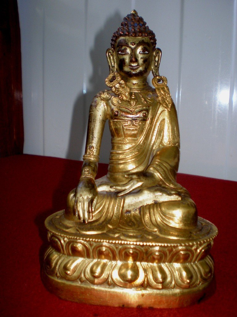 LATE 17TH/EARLY 18TH CENTURY BRONZE BUDDHA STATUE