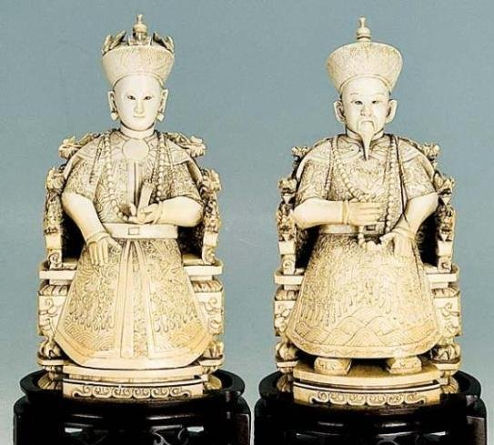 SPECTACULARCHINESE  PAIR OF CARVED IVORY EARLY 20TH C