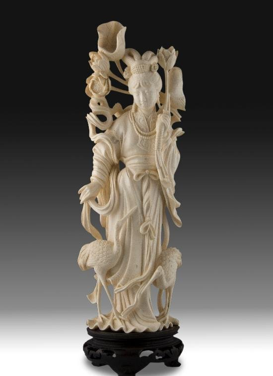 ANTIQUE CHINESE IVORY FIGURE EARLY 20TH CENTURY