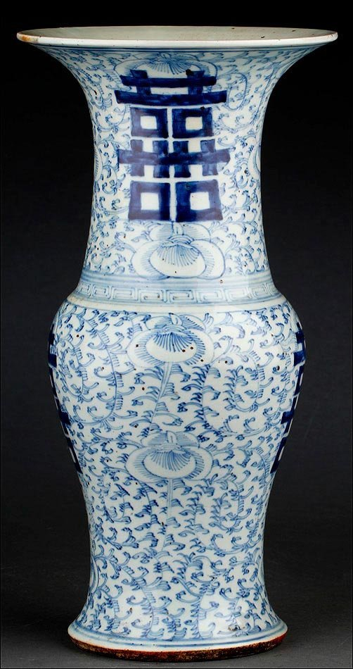 CHINESE PORCELAIN VASE BLUE AND WHITE