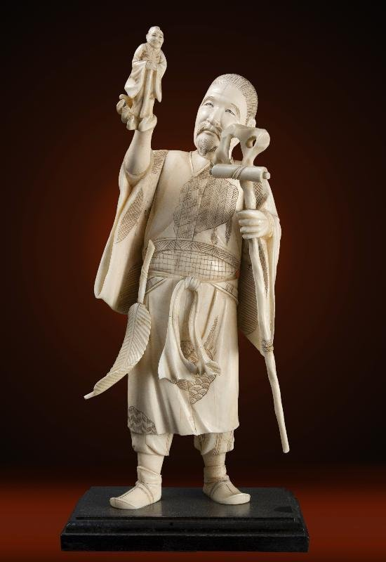 CHINESE IVORY FIGURE HABD CARVED