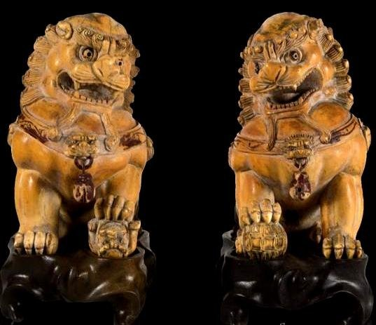 ANTIQUE CHINESE IVORY PAIR OF FIGURE LION FO