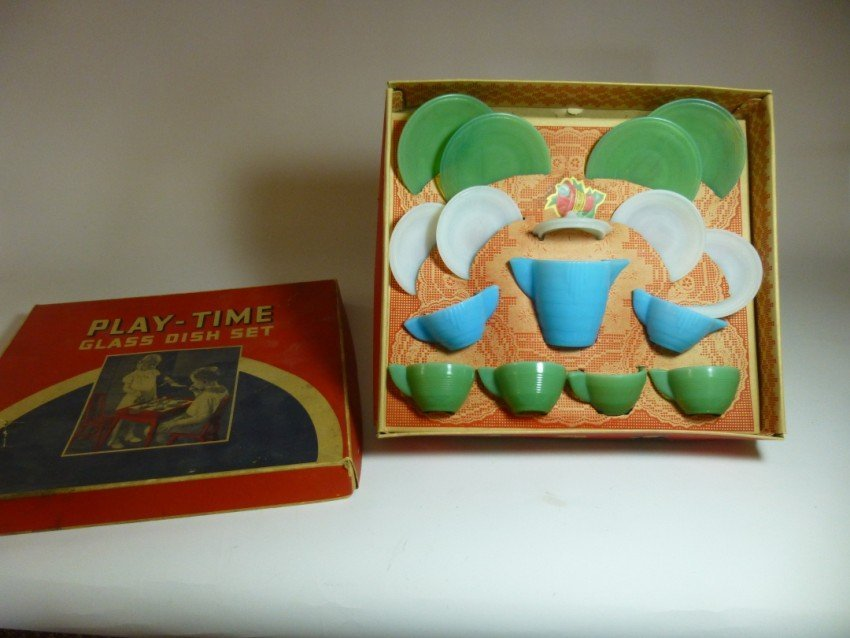 Akro-Agate glass Play Time Dish Set in box.