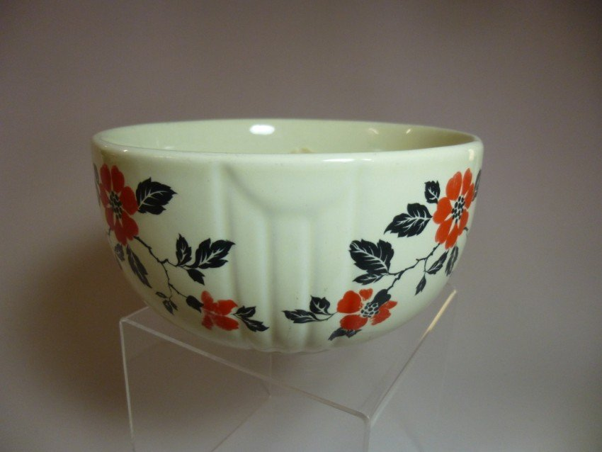 Hall black and red pattern bowl.