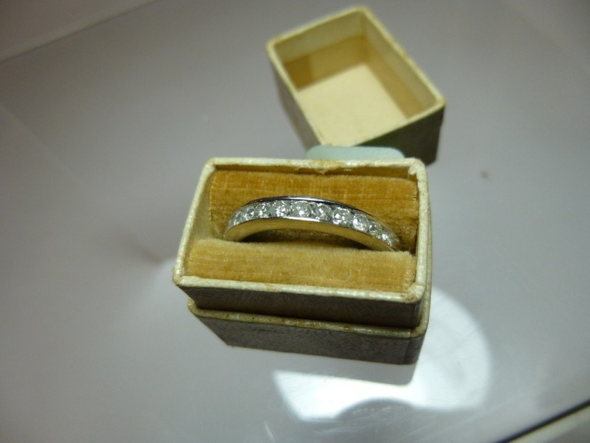 14k white gold woman's ring set with diamonds.
