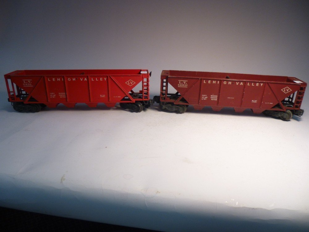 2 Lionel Lehigh Valley model railroad cars