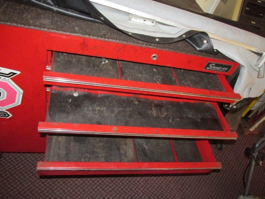 Large Roll-around Snap-On Tool Box, Work station - 3
