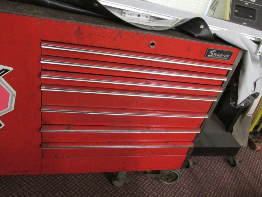 Large Roll-around Snap-On Tool Box, Work station - 4