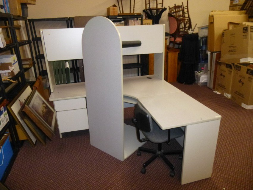 Large Corner Office Unit