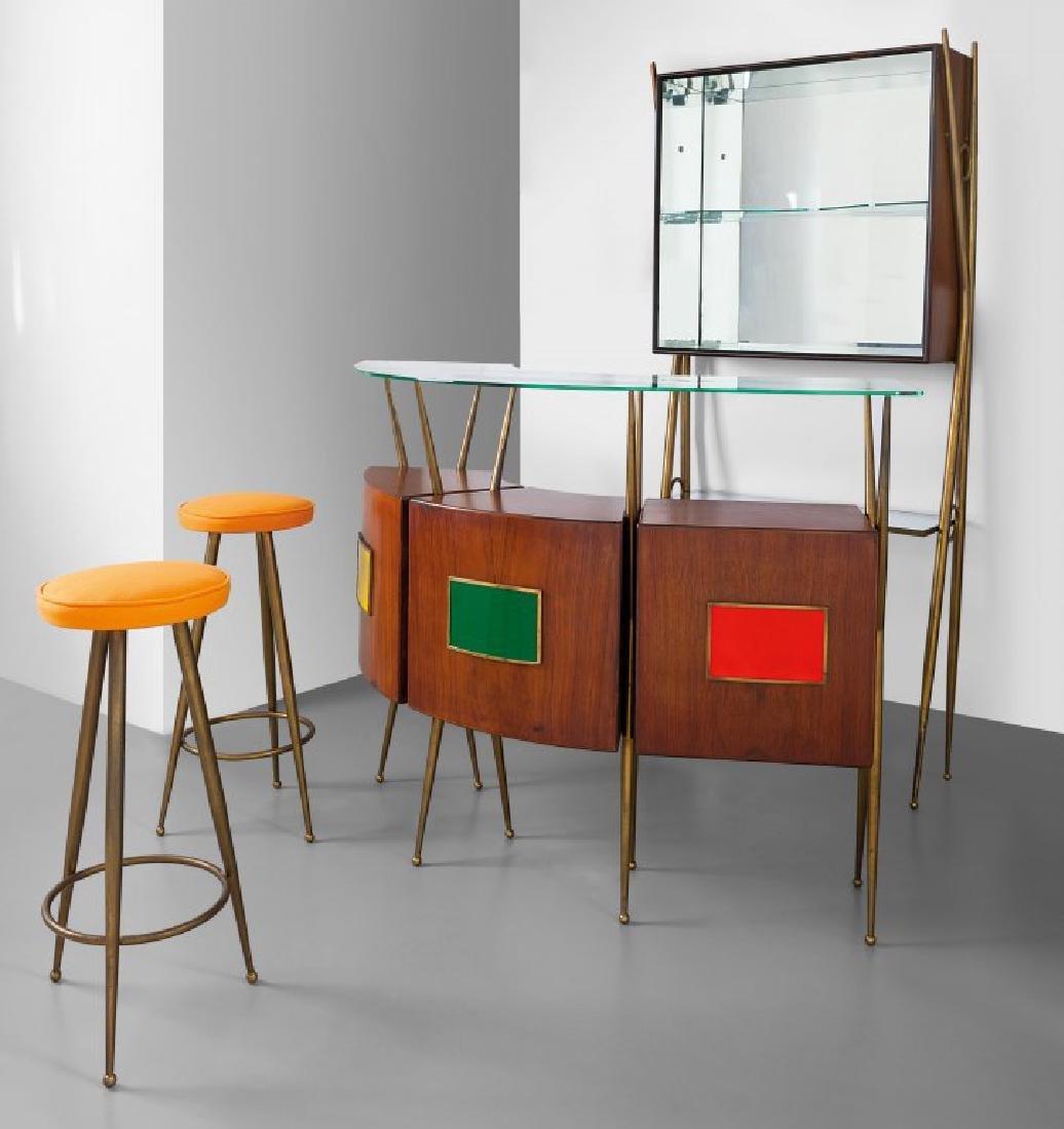 UN MOBILE-BAR, anni '60.  Ottone, legno