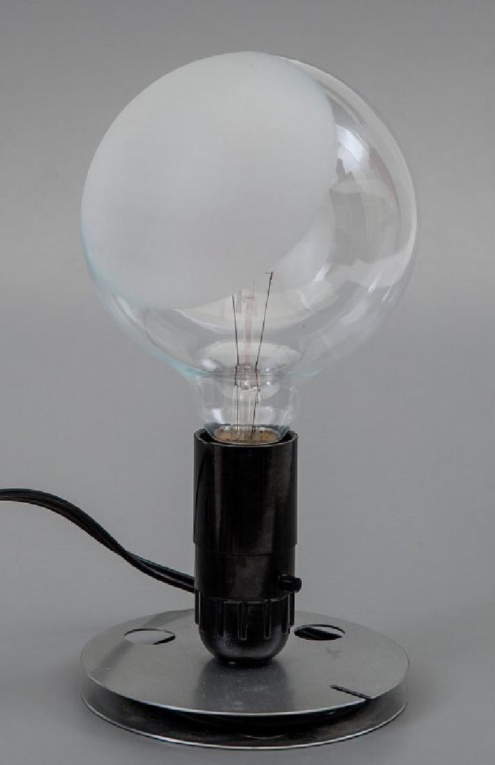 ACHILLE CASTIGLIONI  Una lampada da tavolo o