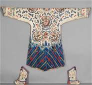 Kimono in seta ricamato con raffigurazione di