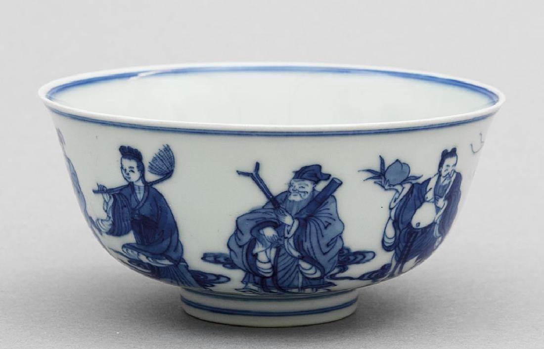 Coppa in porcellana bianca e blu a decoro di