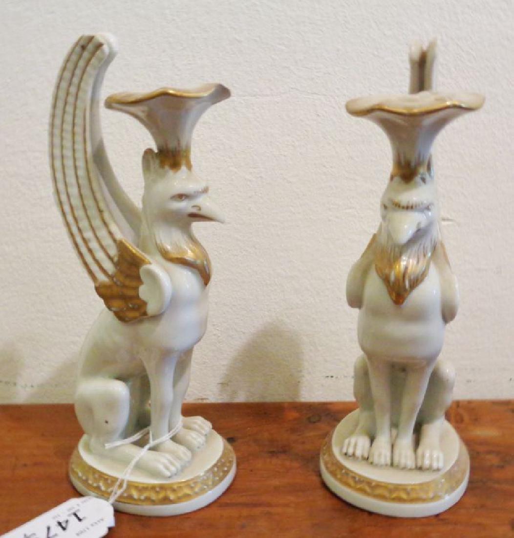 Coppia di candelieri in porcellana bianca e oro