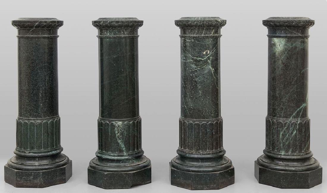 Quattro colonne in marmo verde antico,