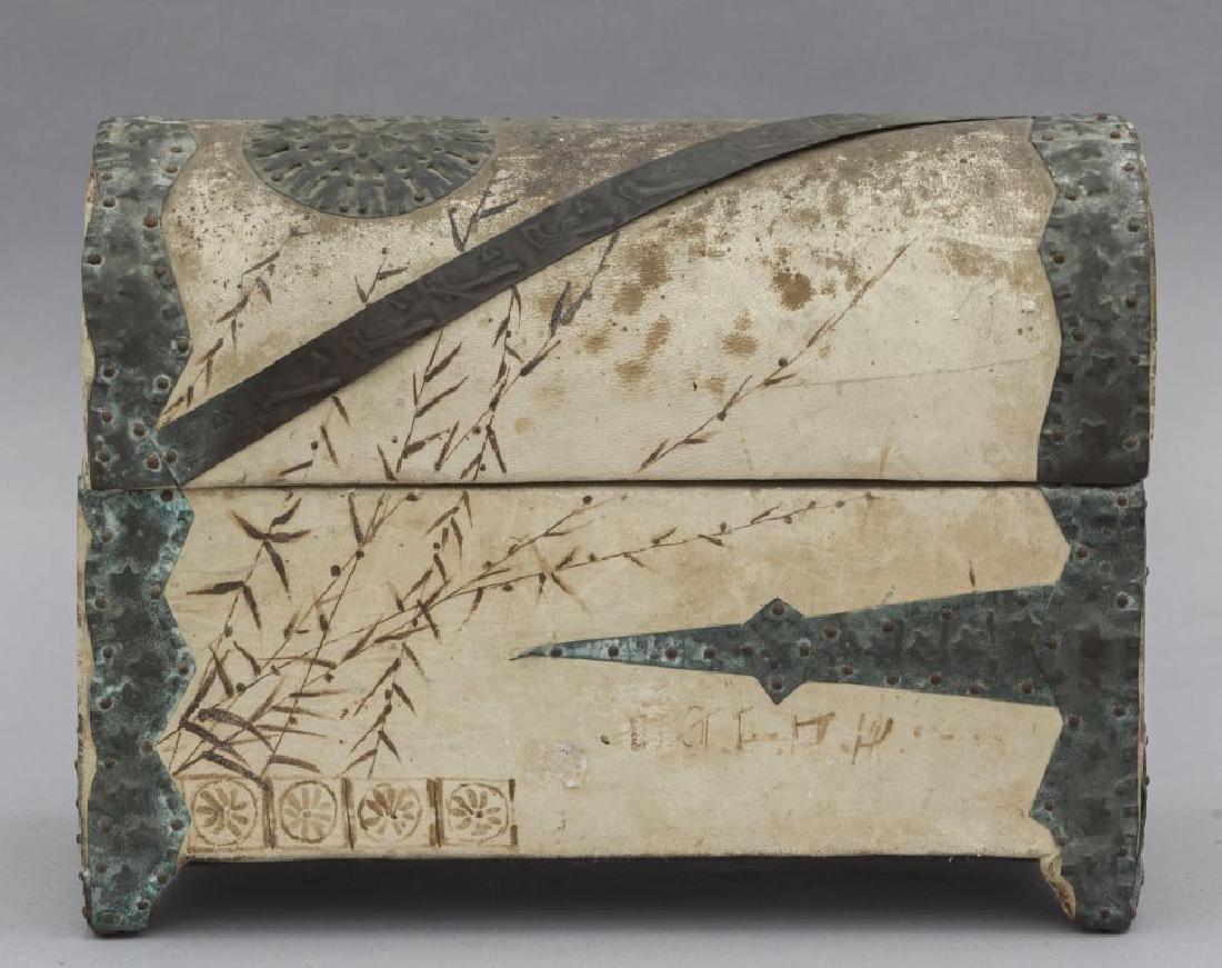 Bauletto Liberty in pergamena con borchie in