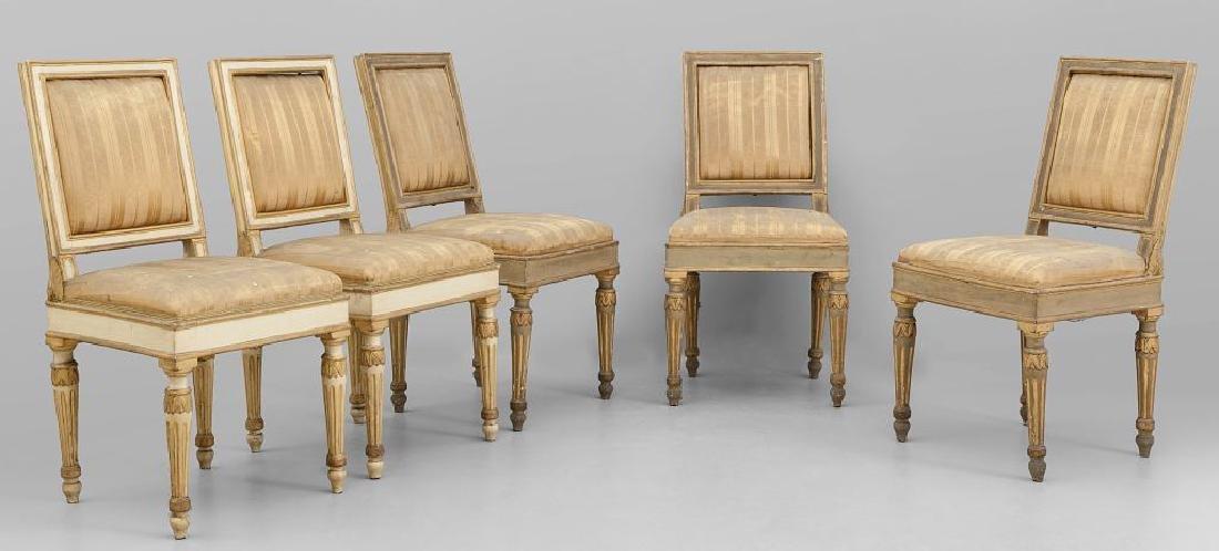 Sette sedie Luigi XVI in legno intagliato, dorato