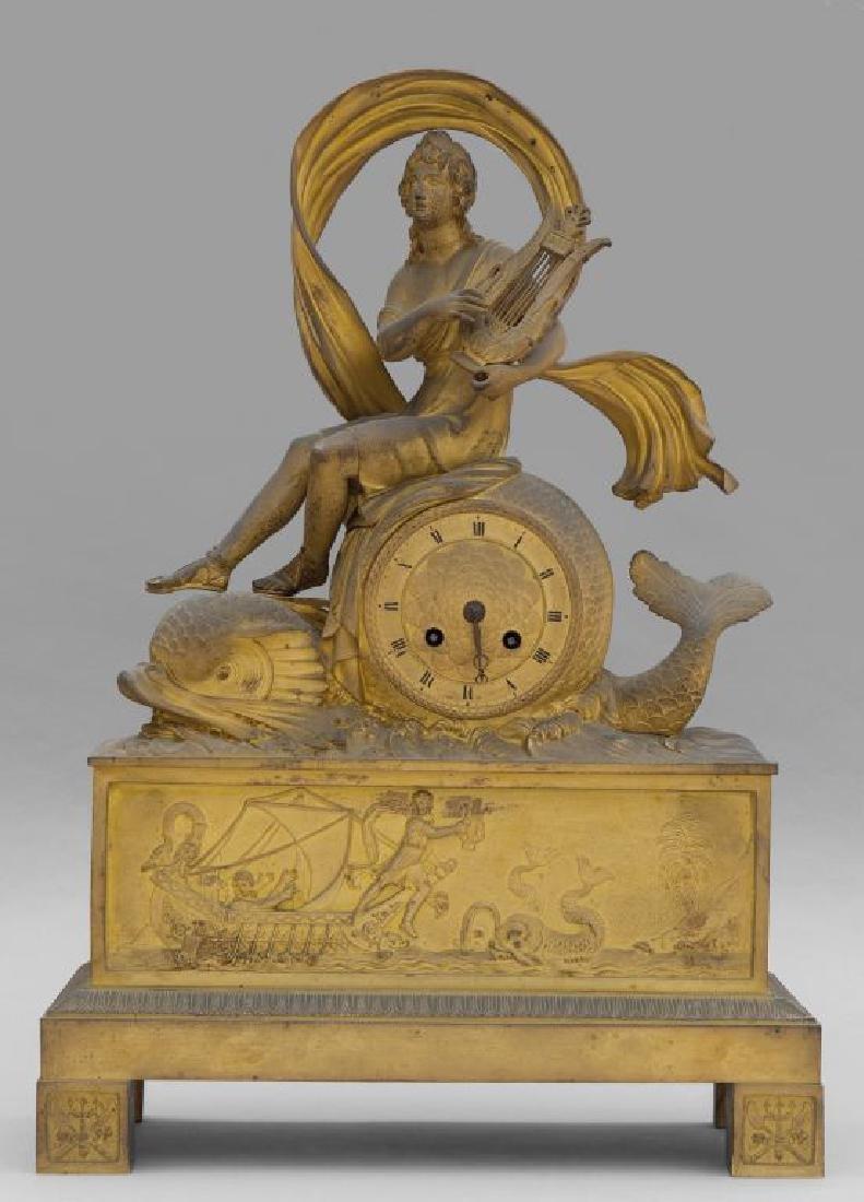 Orologio Carlo X in bronzo dorato sormontato da