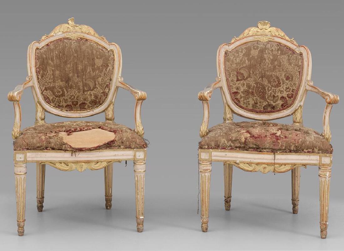 Coppia di poltroncine Luigi XVI in legno laccato