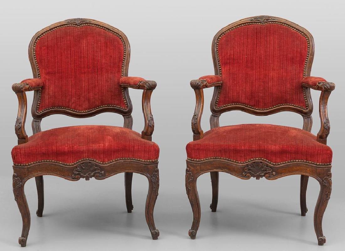 Coppia di poltrone Luigi XIV in noce e otto sedie