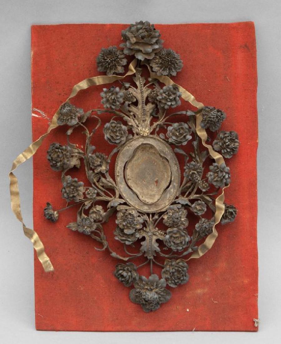 Reliquario in filigrana e bronzo decorato a fiori