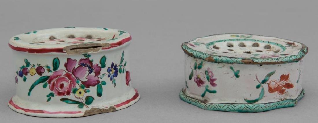 Due spargipolvere in ceramica, Lodi sec.XVIII,