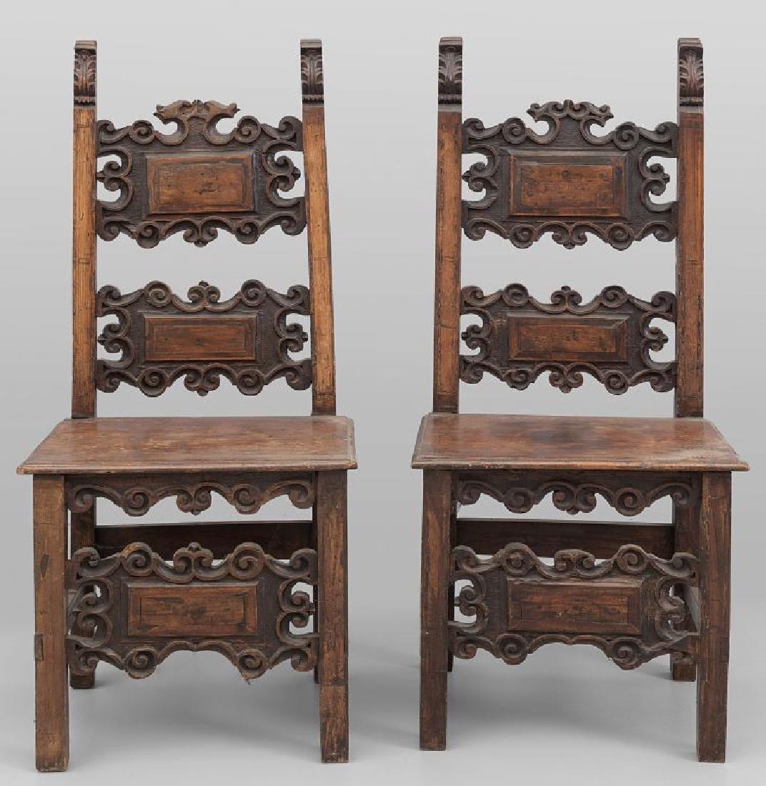 Coppia di sedie Luigi XIV in noce intagliato a