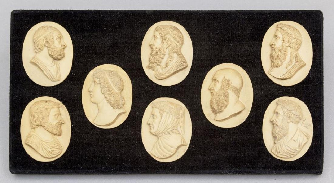 Otto medaglioni in pietra lavica raffiguranti