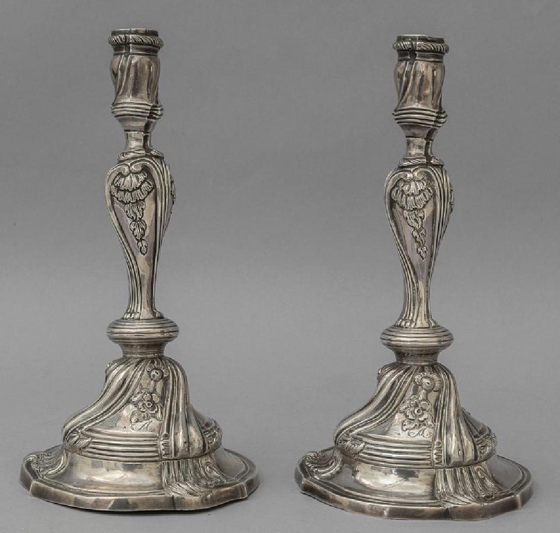 Coppia di candelieri Luigi XV in argento di
