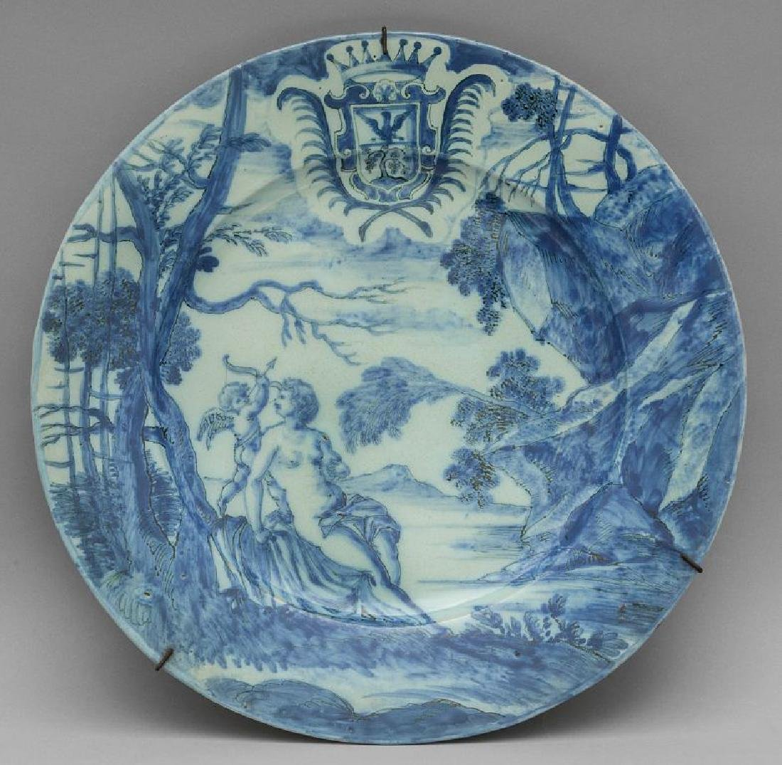 Grande piatto in ceramica bianca e blu decorato