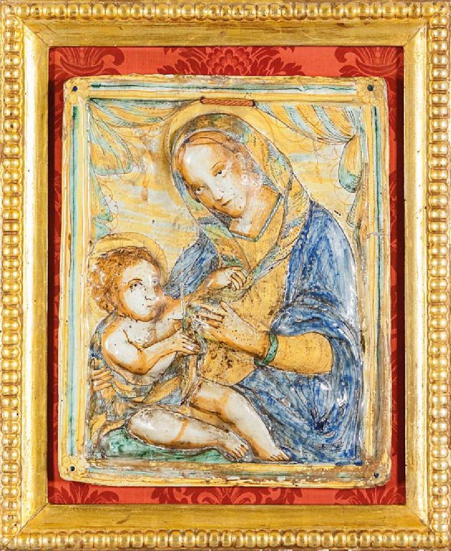 Madonna con Bambino, placca in maiolica
