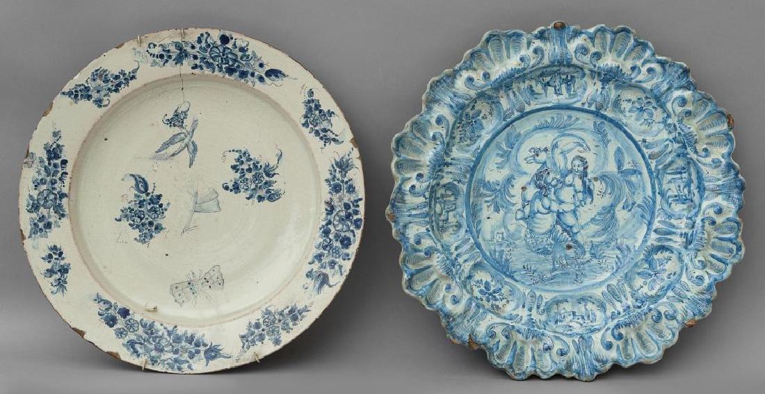 Due piatti in ceramica di cui uno modello