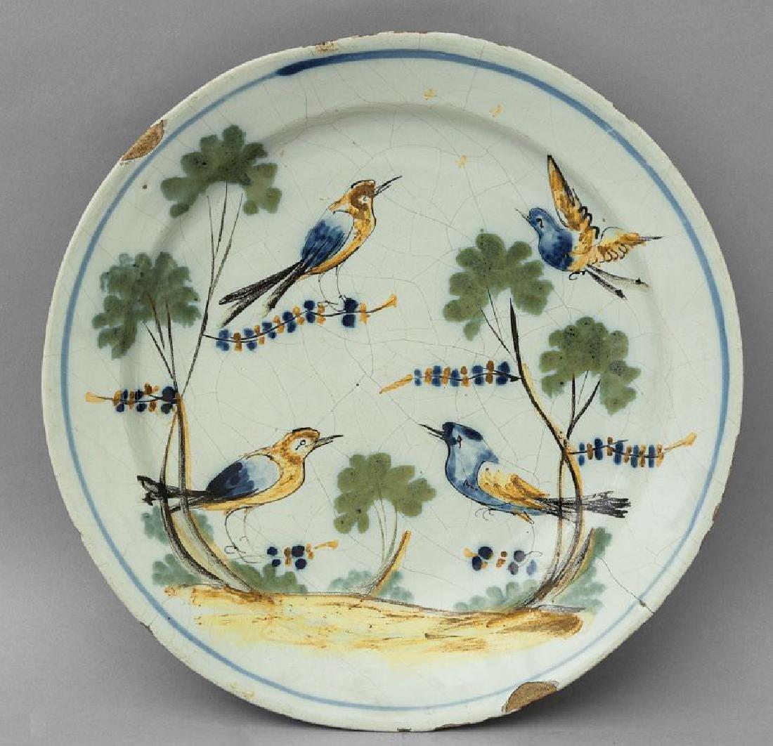 Piatto in ceramica decorata con uccellini in